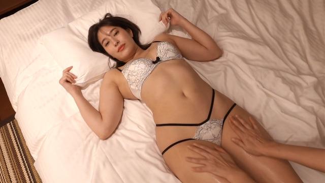 平田梨奈水着グラビアDVD「甘いボディ」 (25)