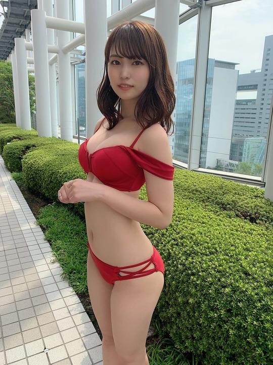 坂東遥カップサイズ水着姿