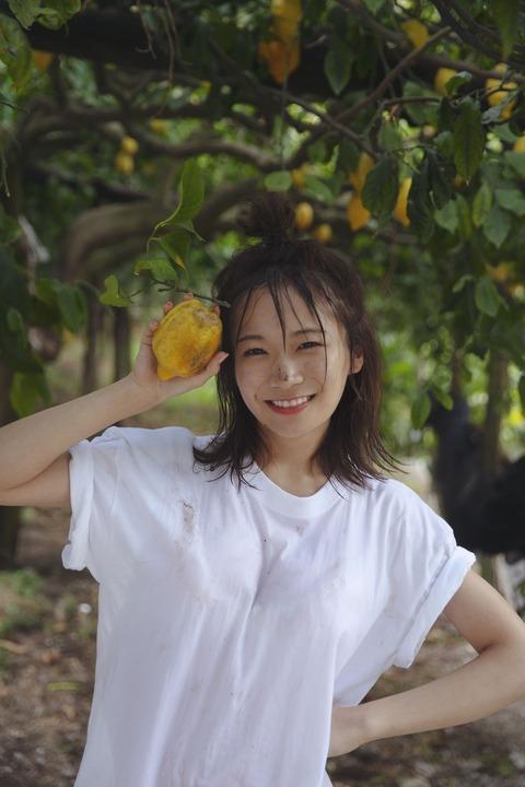 秋元真夏2nd写真集「しあわせにしたい」下着姿