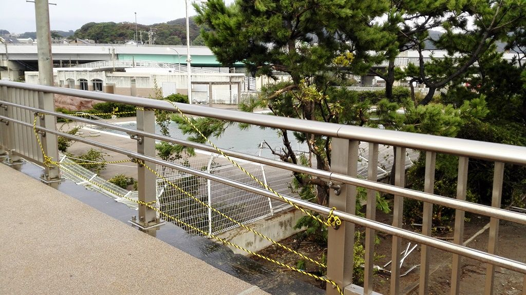 25台風高波で壊れた柵
