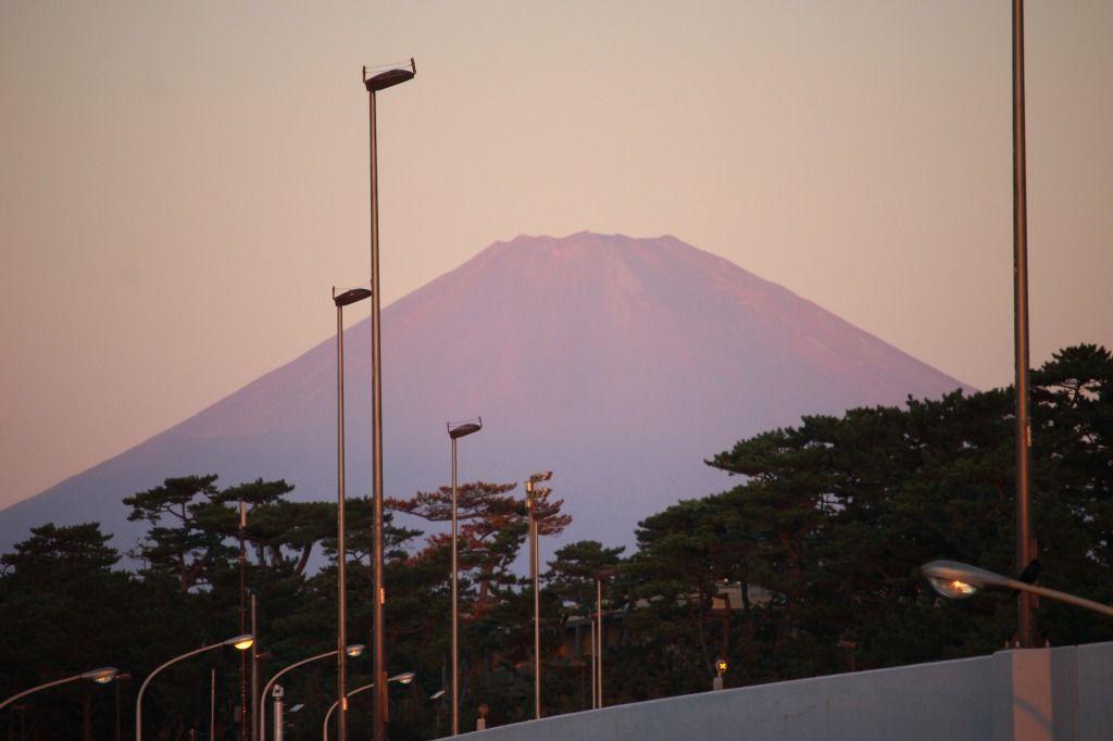 2018.9.28朝焼けで赤くなる富士山