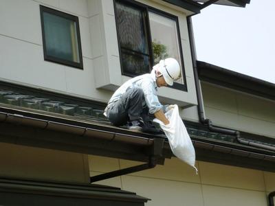雨樋の点検掃除の実施