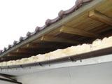 軒裏天井の漆喰が宙ぶらりんの状況