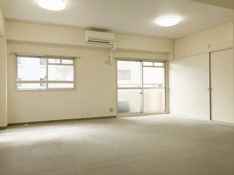 01アゼリア青新ビル704室内