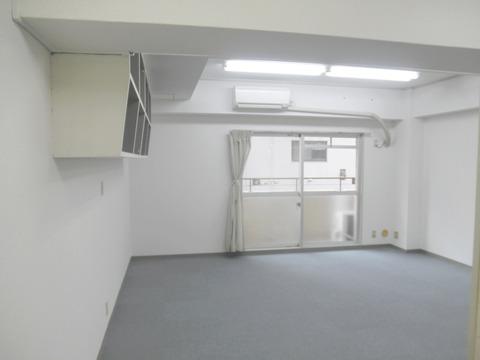 01アゼリア青新ビル604室内