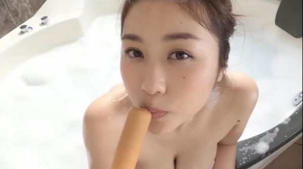 爆乳 西田麻衣の擬似フェラ