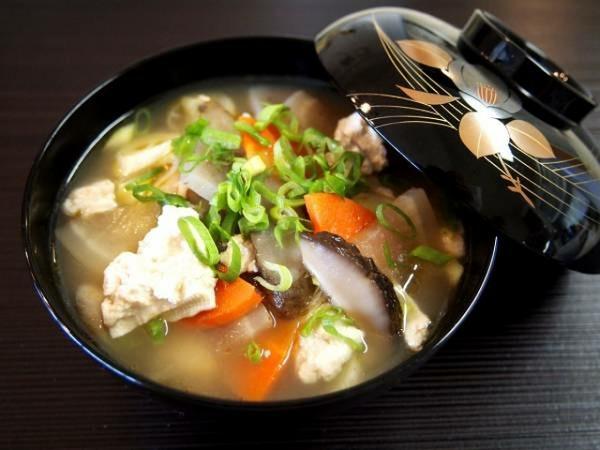 根菜と豆腐のけんちん汁。