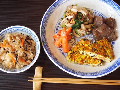 ひじきの煮物で2品。中華おこわ&卵焼き♪
