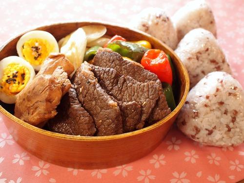 にんにく醤油で焼肉弁当&タラの醤油蒸し。