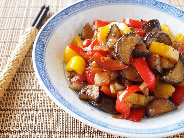 なすとパプリカの焼き肉のタレ炒め。