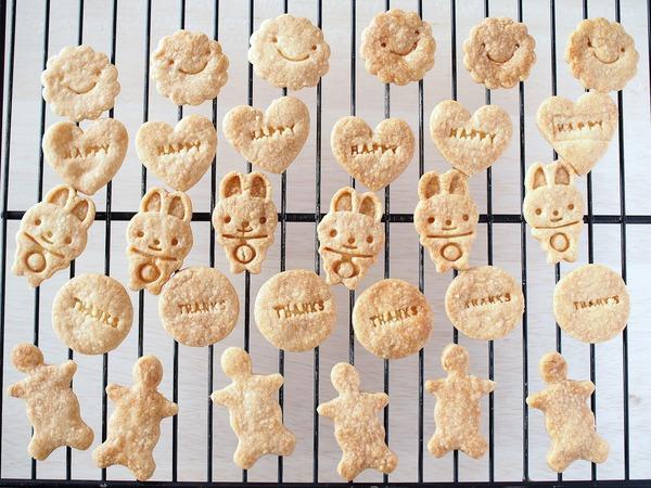 植物油使用のサックサク型抜きクッキー。