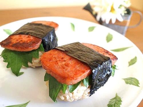 お弁当に♪ 小腹満たしに♪ ハワイアンスパムおにぎり。
