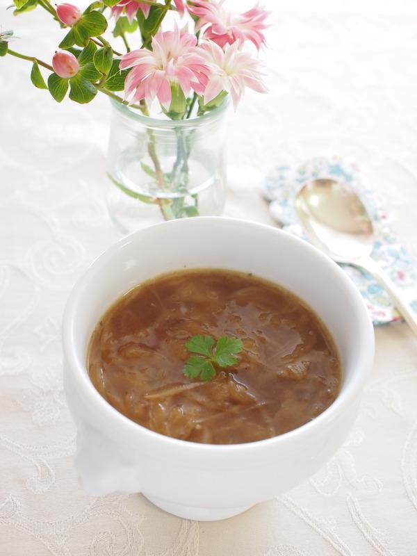 甘さたっぷり&とろとろ。 新玉ねぎのオニオンスープ。