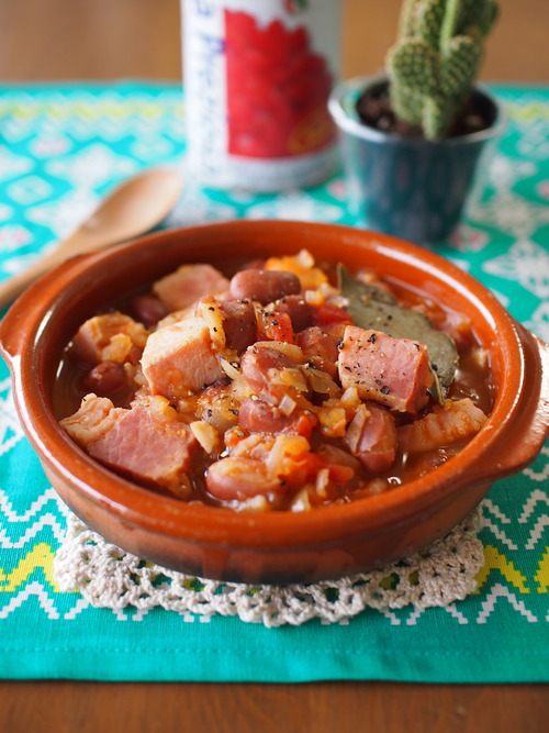 金時豆と塊ベーコンのブラジル風煮込み~フェイジョアーダ~。