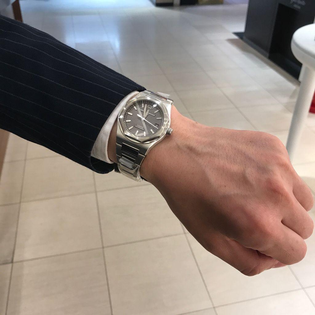【社会】高級外車や腕時計などを部下にプレゼントするため会社から1億円あまりを着服した男を逮捕。港区 ->画像>8枚