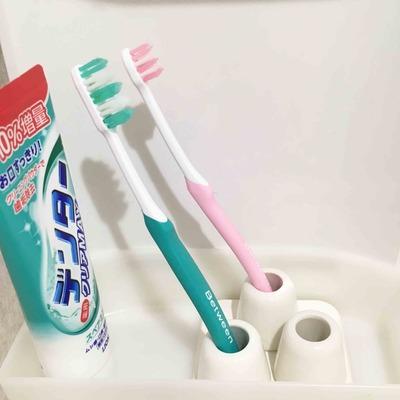 「捨て活38日目」洗面所ビフォーアフター / セリアの歯ブラシ立てと珪藻土コースター