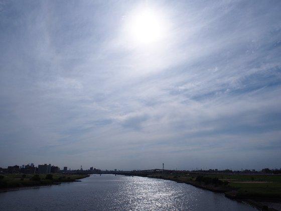 足立区北千住と荒川の空