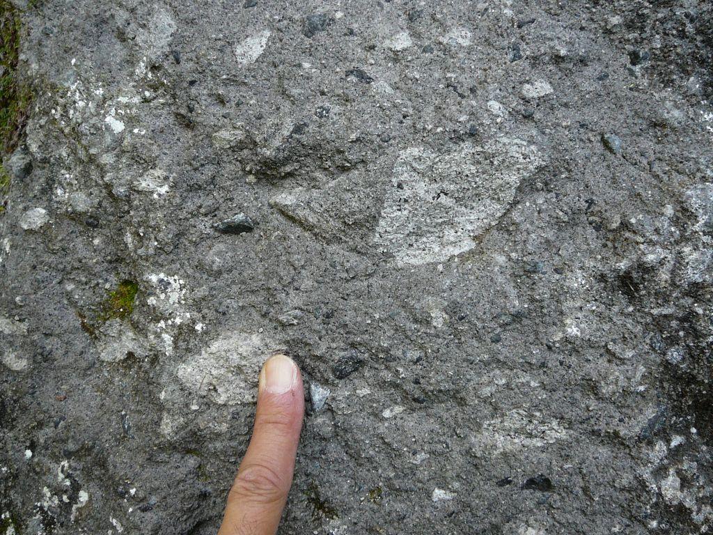 層雲峡熔結凝灰岩はこんな感じその2