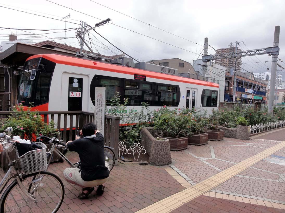 東京の下町、都電荒川線と三ノ輪橋商店街