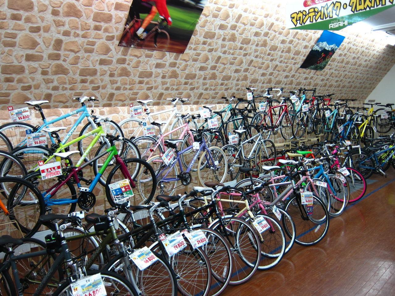 自転車を選ぶのに店員さんを ...