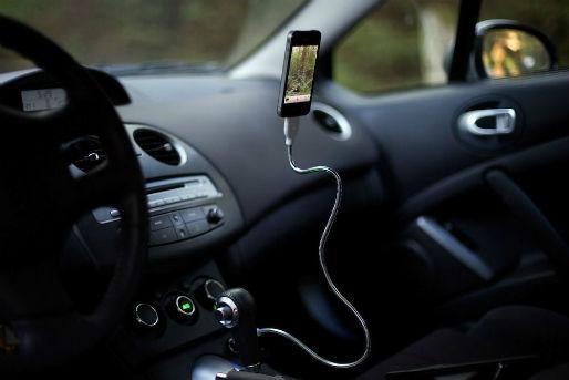 めっちゃ便利な形状記憶?iPhone5充電ケーブル
