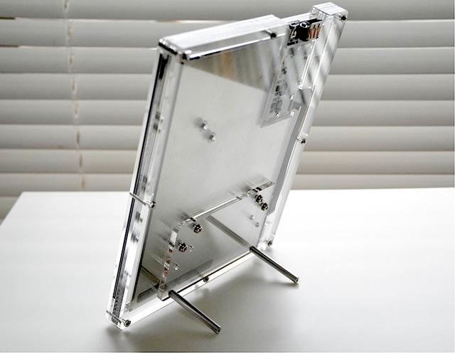工房emerge+_iPadRetina液晶パネル専用エンクロージャ-スタンド