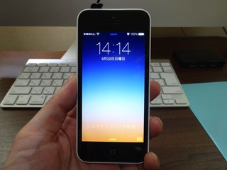 iPhone 5c ホワイトとiMac-1