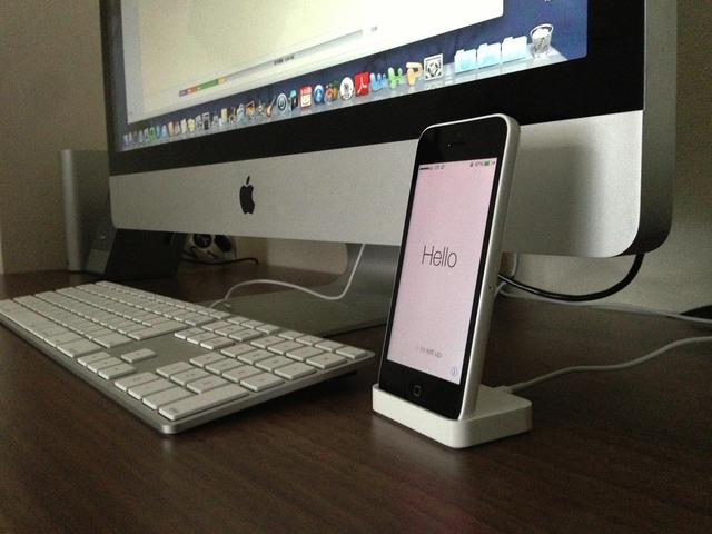 iPhone 5c ホワイトとiMac