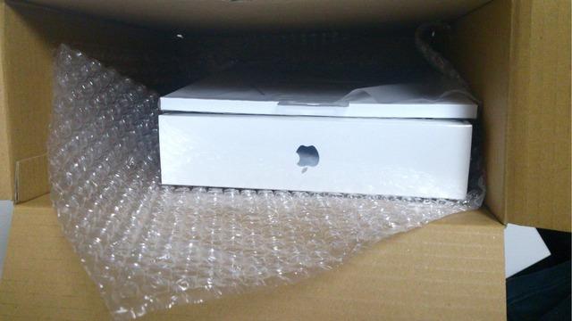 AppleOnlineStore-iPad-Air-packing-Hero-1