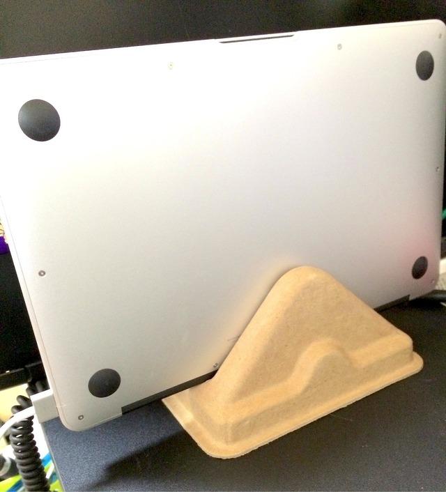 MacBookAir-梱包材スタンド2