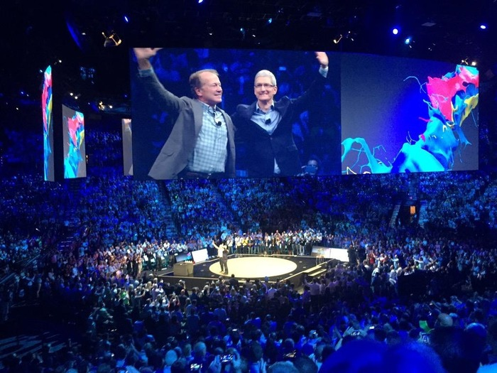 Apple-Tim-Cook-Cisco-John-Chambers-Hero