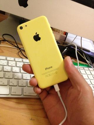 iPhone 5cイエローとiMac