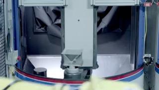 9-MacProの冷却塔を仕上げるGuysonのロボット2