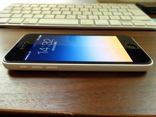 iPhone 5c ホワイトとiMac-3