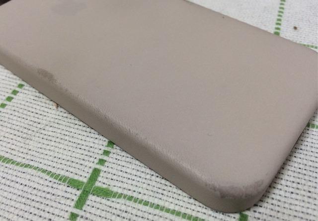 iPhone5s 純正ケース ベージュ1週間使用後の汚れ