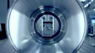 4-KukaのロボットアームがMacProの内面を研磨します0