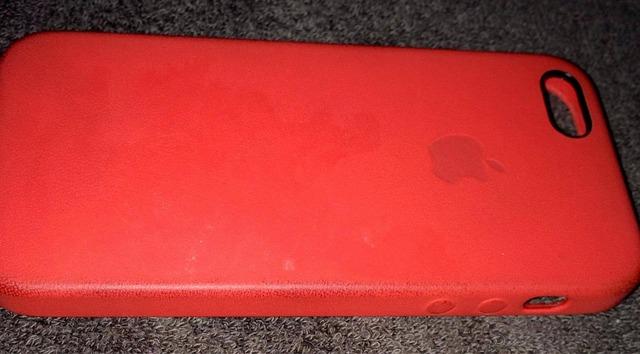 iPhone 5s 純正ケース レッドの汚れ