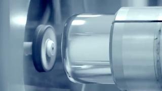 4-KukaのロボットアームがMacProの内面を研磨します2