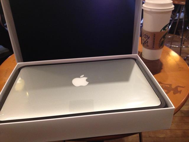 img2-MacBookAirを持ってスタバで開封の儀