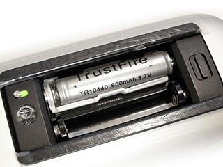 Magic Mouseの単四形電池とスペーサー&ダミー電池を使用して70g以下にしてみた
