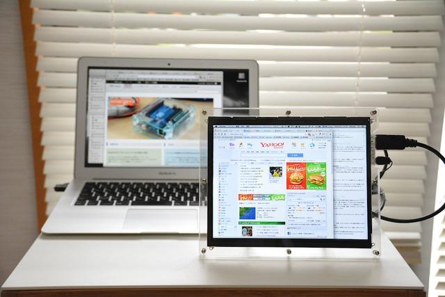 工房emerge+_iPadRetina液晶パネル専用エンクロージャ-Hero