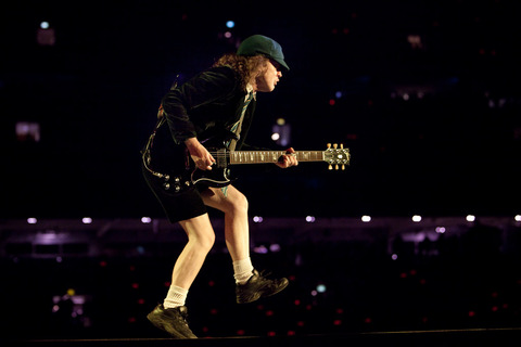 Angus-Young-AC-DC-016