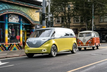 Volkswagen-ID-Buzz-concept-with-its-cousin-05