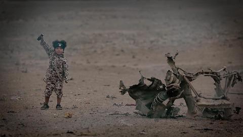 スパイに対する復讐を果たした空爆犠牲者の遺族