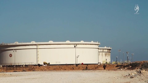 巨大石油施設の前での戦闘
