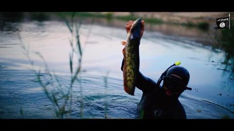 ユーフラテス川に遊ぶジハード戦士