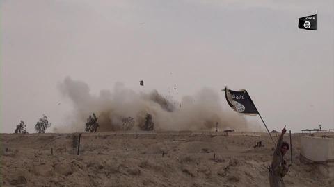 イラク軍の基地も木っ端微塵に爆破