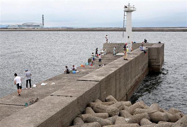 【社会】「溺れる顔見たかった」釣り人海に突き落とし、12~13歳の男子中学生4人補導 大阪府警