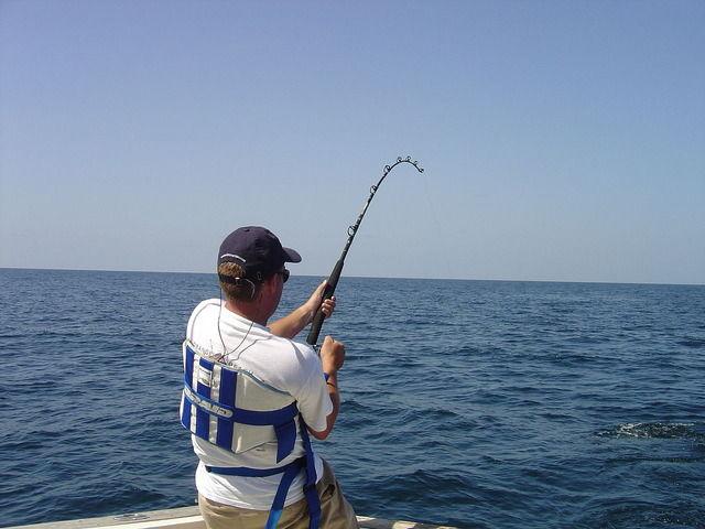 無料だから釣り専門チャンネル見てるんだけど、プロの奴らって収入源は何なの?