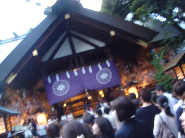 七夕でごった返す東京大神宮